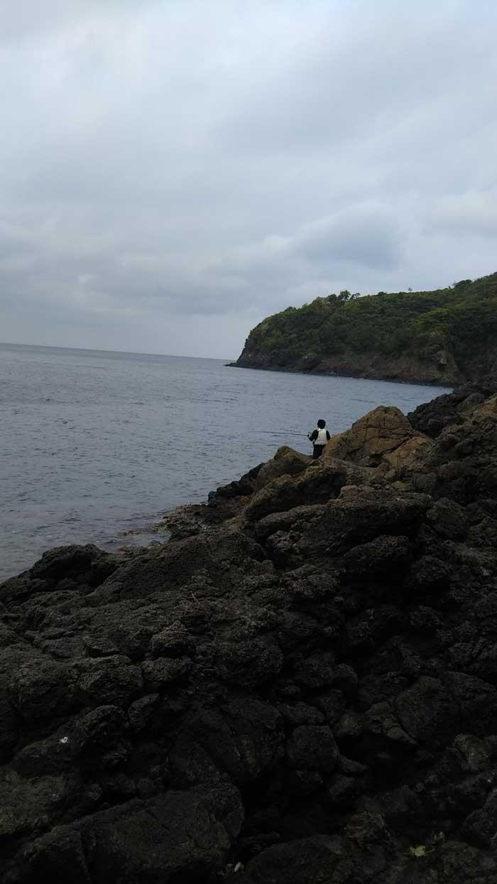プクプク隠岐の島 ポインと釣り人