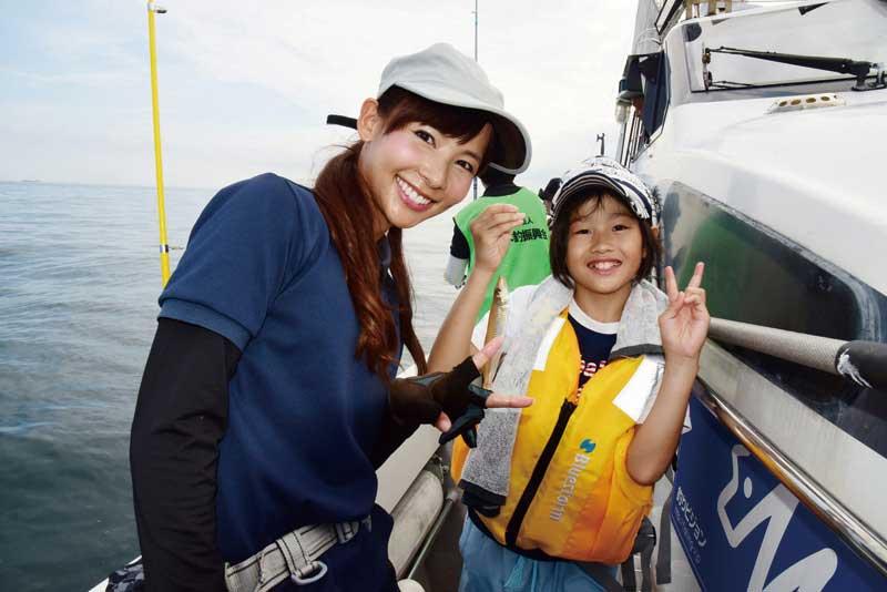 ゲスト参加の阪本智子さん。参加者とパシャリ