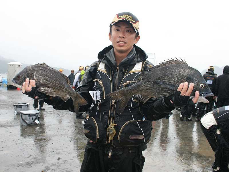 ジャパンカップクロダイ チヌを持つ大知正人