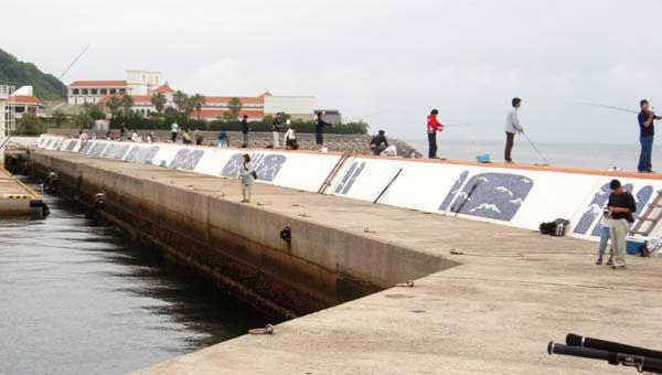 伊王島港の大波止