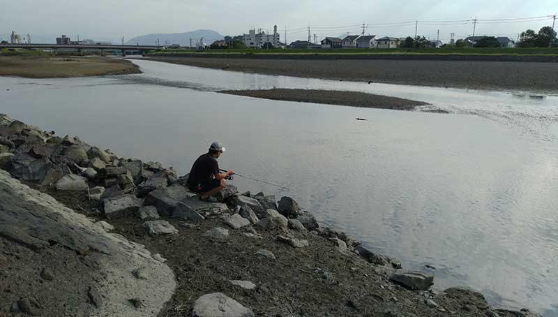 土器川でチヌ釣り